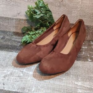 Comfortview 10 wide brown suede heeled ballet EUC